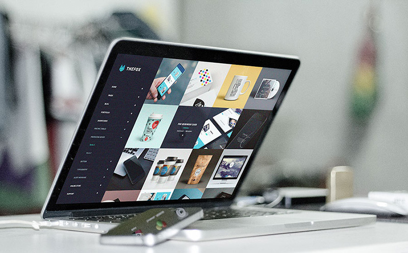 modern MacBook Pro Mockup in PSD